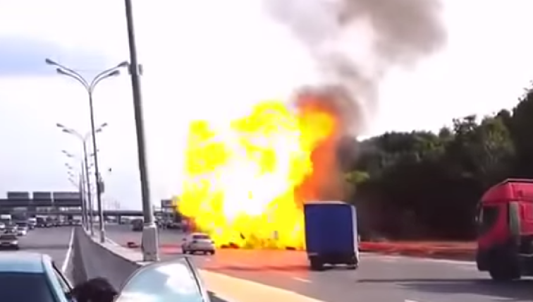 คลิปอุบัติเหตุรถแก๊สระเบิดน่ากลัวมากๆ