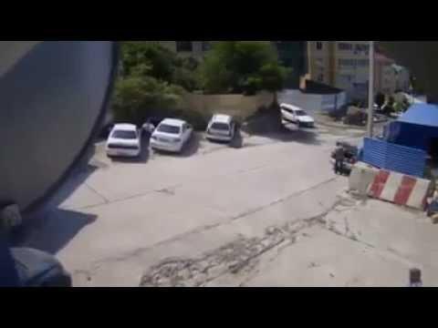 คลิประทึกรถบรรทุกทรายไหลลงเขาหวิดทับคนตาย!!!
