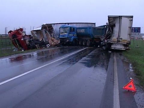 รวมคลิ๊ปอุบัติเหตุรถบรรทุก โหดๆต้องดูอีกแล้ว…