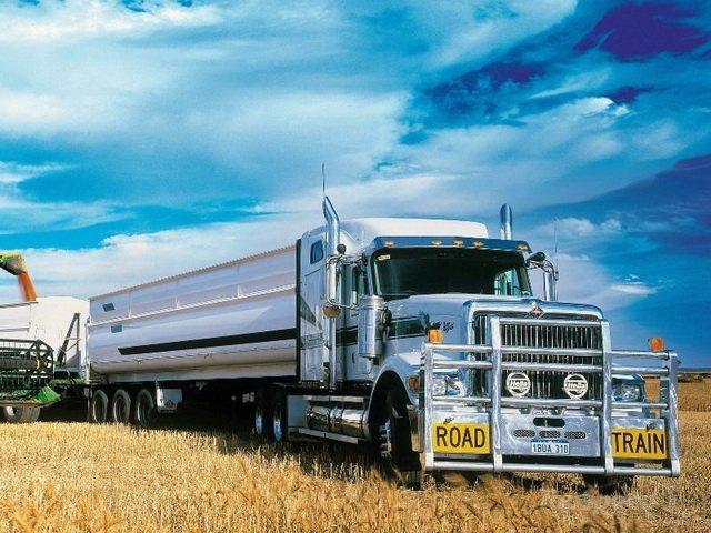 รถบรรทุก International รุ่น 9900