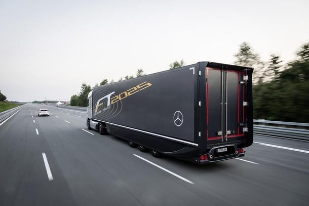 Mercedes-Benz โชว์ทีเด็ดเปิดตัวรถบรรทุกขับขี่อัตโมัติ