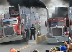 คลิปการแข่งขันประชันความเร็ว Trucks Drag Racing