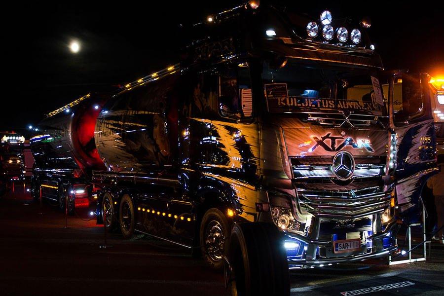 โชว์ความเท่ของรถบรรทุกหัวลากแต่ง แบบจัดเต็มทุกคัน