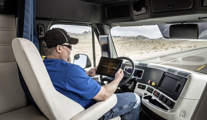 """เดมเลอร์ เปิดตัวรถบรรทุก """"ขับเคลื่อนตัวเองได้""""คันแรกของโลก"""