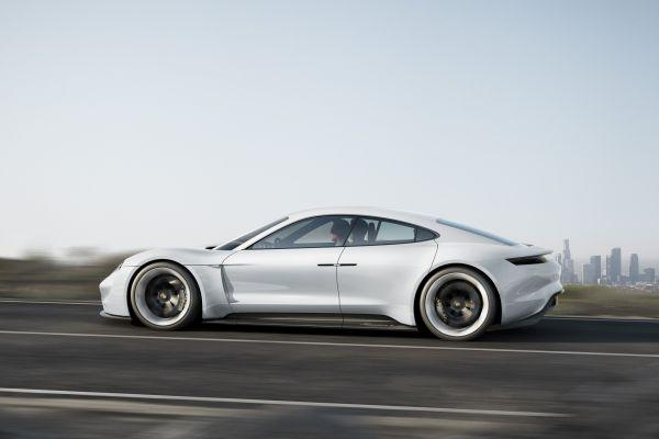 Porsche Mission E at IAA 02_900