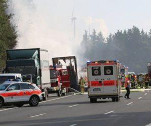 รถบัสชนรถบรรทุกในเยอรมนีจนไฟลุก เจ็บ 31 สูญหาย 17