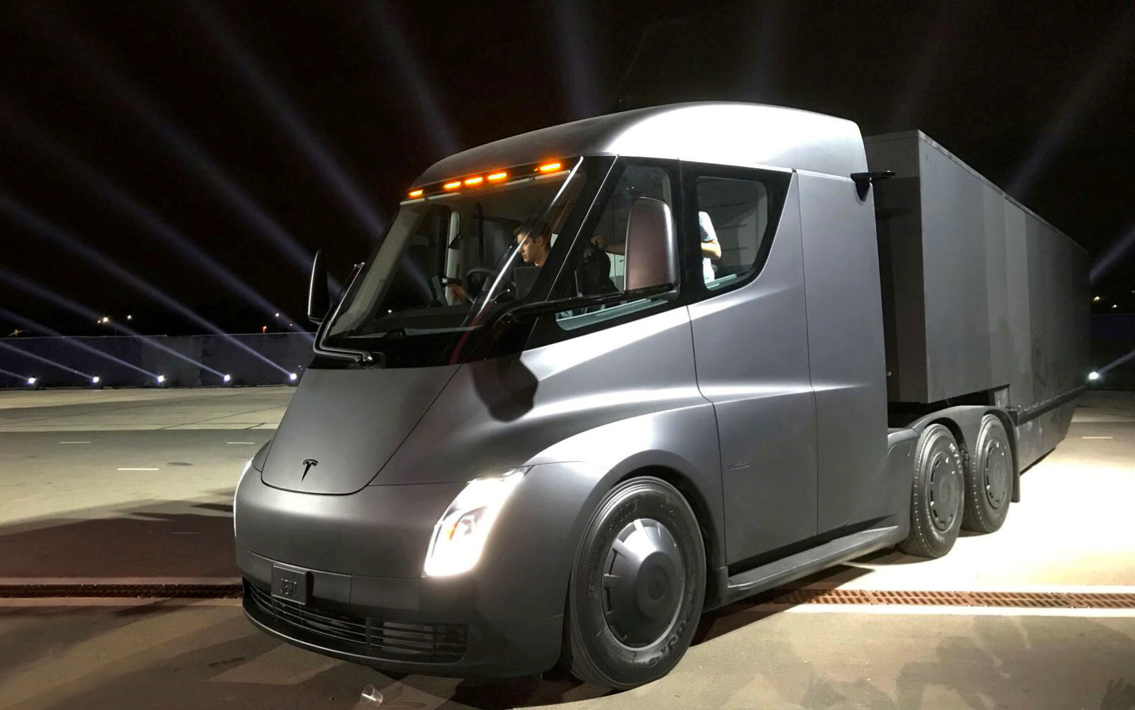 Tesla truck Semi run test