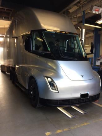 Tesla Semiที่คาดว่าจะขายน่าจะมี 3 รุ่น คือ